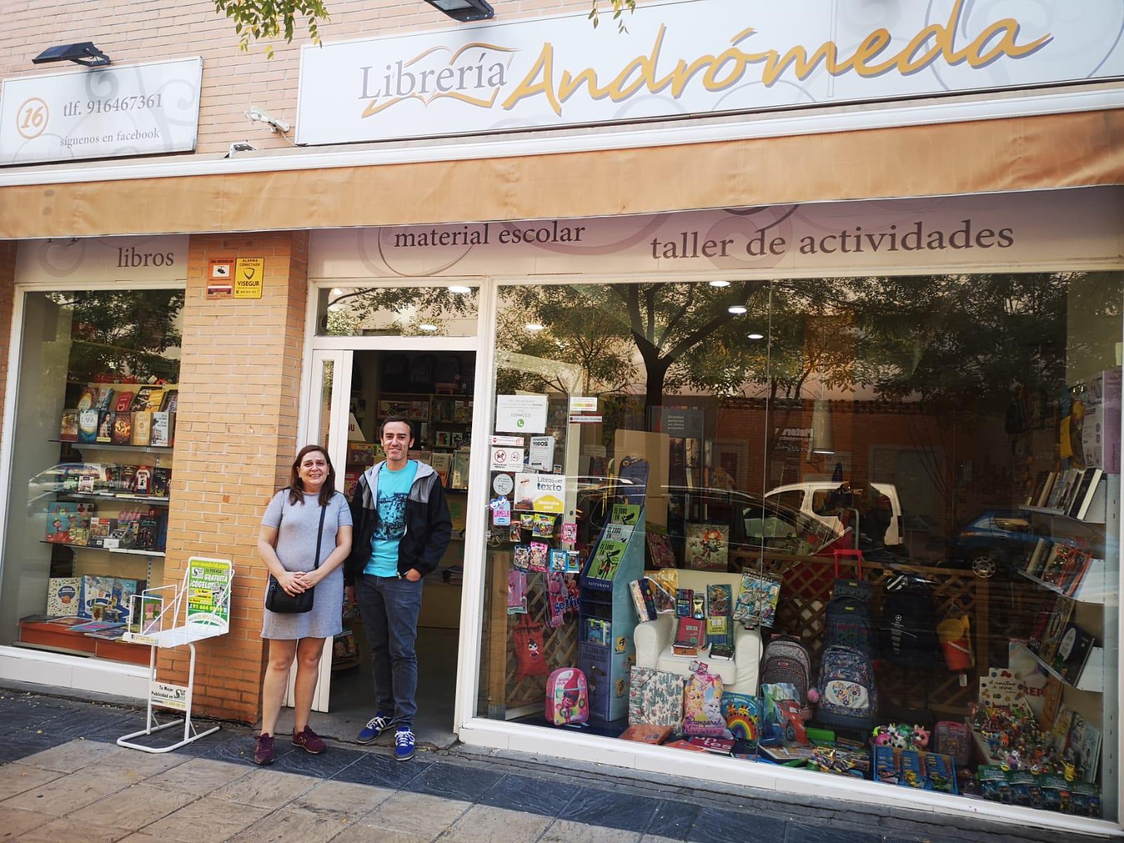 Entrevista y Reportaje a la Librería Andrómeda