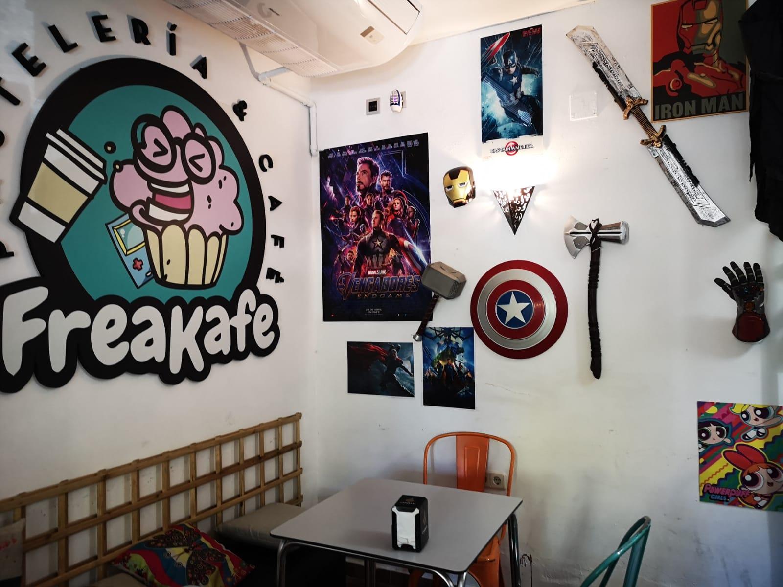 Entrevista y reportaje a Freakafe con motivo de su segundo aniversario